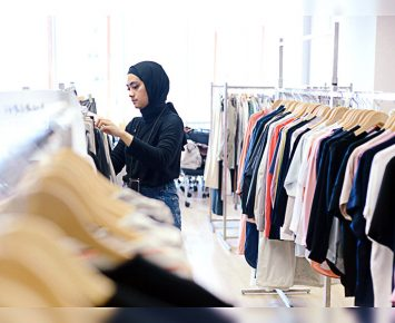 Uniqlo Gaet Ayudia Rancang Panduan Modest Wear Manual