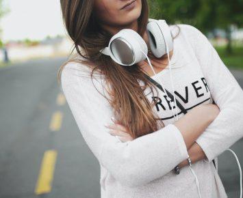 Akibat Memakai Headphone Terlalu Lama